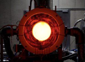 Eine runde, rotglühenden Maschine