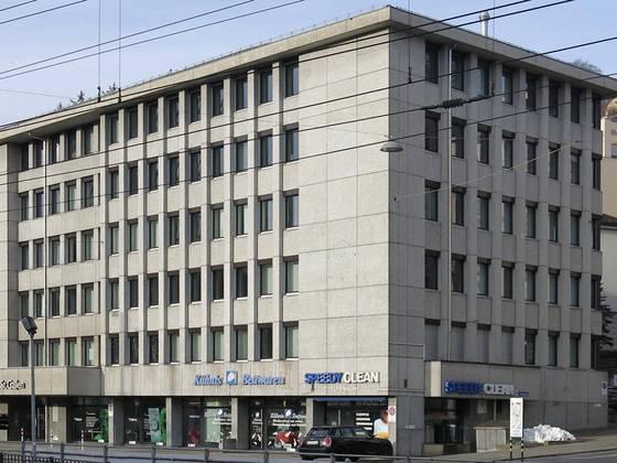 Bürogebäude grau